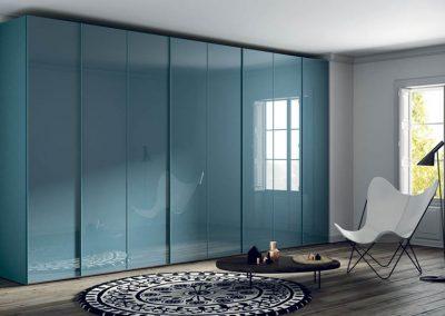 Armario-puertas-abatibles-frentes-cristal-color-agua-marina